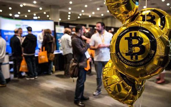 Bitcoin tăng trưởng hơn 500% từ đầu năm: Công việc thiết kế các loại tiền ảo trở thành nghề hot!