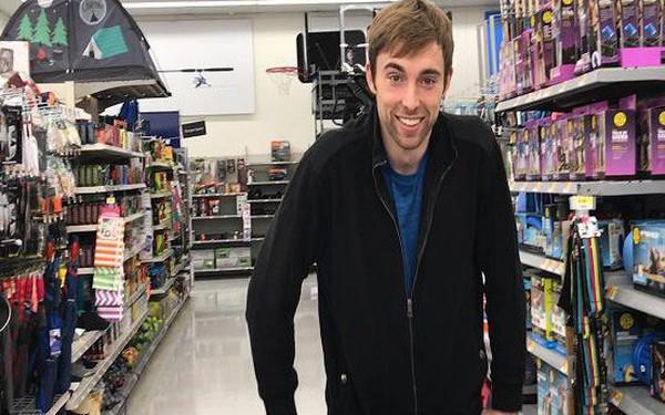 Bỏ việc kế toán, chàng trai 28 tuổi kiếm triệu đô nhờ mua hàng siêu thị rồi bán lại trên... Amazon