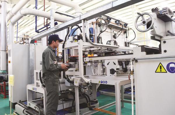 """Công nghiệp Việt Nam vẫn """"mắc kẹt"""" ở bậc thứ 2?"""