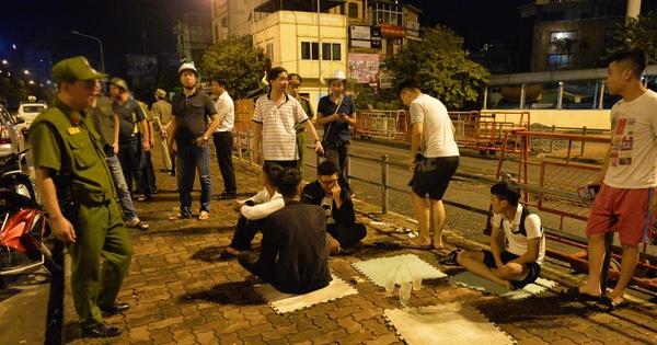 Hà Nội ra quân tổng kiểm tra, kiểm soát hành chính trong đêm: Đang ngồi uống nước, bị mời về phường vì không mang giấy tờ tuỳ thân