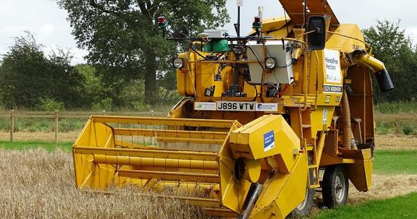 Xây dựng thành công trang trại không dấu tay người đầu tiên, thu hoạch được tới 5 tấn lúa mạch