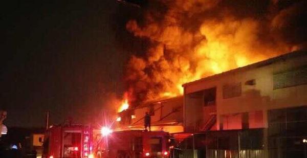 Nhà kho công ty Suzuki cháy rụi trong đêm