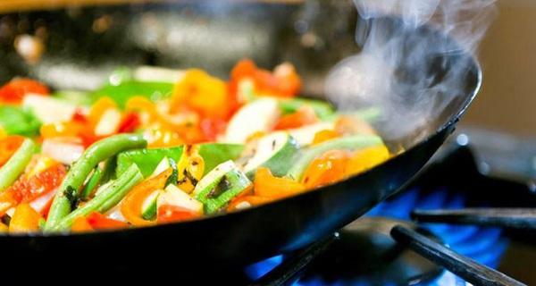 4 thói quen xào nấu dễ dẫn đến ung thư: 80% mọi người đều mắc phải