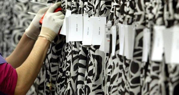 Tiết lộ sự thật đằng sau lời kêu cứu tuyệt vọng công nhân Zara đã gắn lên quần áo