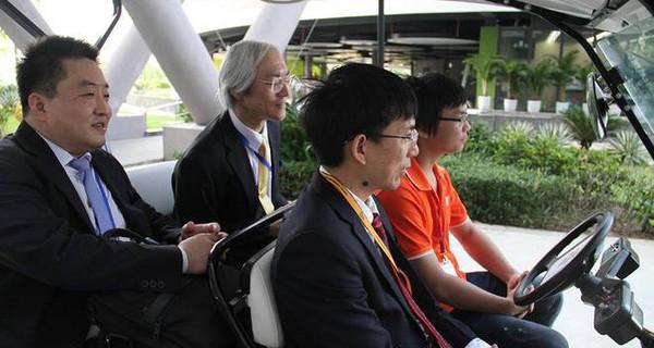 Thứ trưởng Nhật Bản trải nghiệm công nghệ xe tự hành của FPT