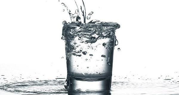 Đổ bớt cốc nước của mình đi thì mới rót thêm được nước mới vào: Cách lùi để tiến mà dân sales nào cũng nên biết