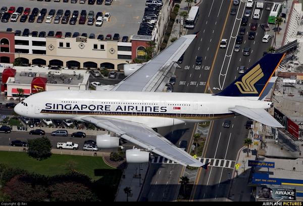 """Singapore Airlines lỗ khủng, buộc phải """"học theo"""" mô hình bay giá rẻ: Loại bớt máy bay to, mua thêm các dòng nhỏ hơn"""