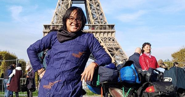 """Chàng trai Việt cùng chiếc xe máy """"check -in"""" ở Paris: Hành trình không tưởng phía sau bức ảnh"""