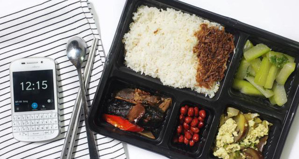 """Không muốn ăn trưa ngoài hàng vì lo sợ vấn đề vệ sinh, startup này có thể giúp bạn với khẩu phần """"chuẩn cơm mẹ nấu"""""""