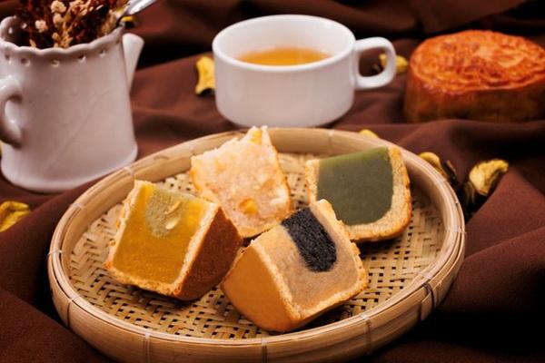 Bạn đã biết cách thưởng thức bánh dẻo, bánh nướng để không bị béo phì, tim mạch chưa?