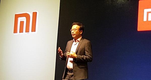 Điện thoại Xiaomi xách tay vừa nhiều vừa rẻ, Digiworld đang cố đàm phán với Xiaomi đẩy giá chính hãng xuống để cạnh tranh