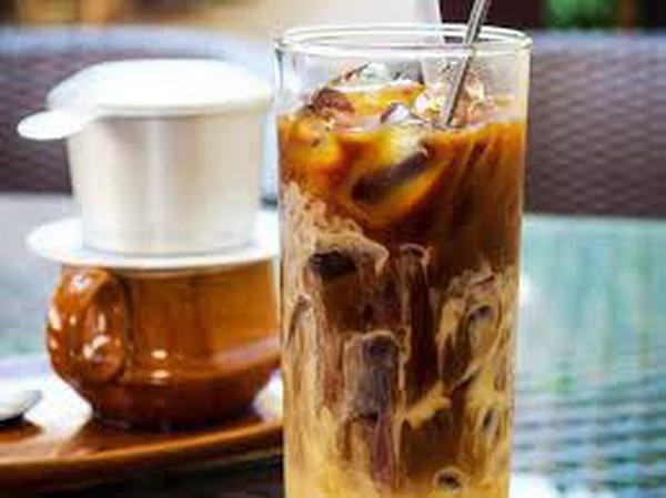 Người dùng Việt thích mua sữa tươi và bánh kẹo nội, nhưng tã bỉm và sữa bột thường chọn của công ty đa quốc gia