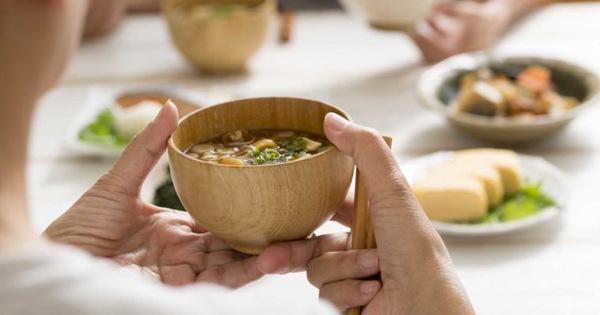 Quy tắc trên bàn ăn - Phép lịch sự của người Nhật mà chúng ta nên học