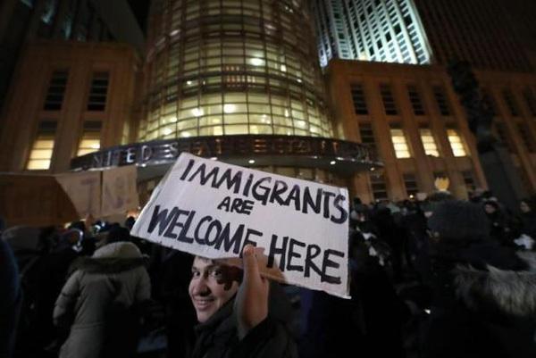 """Nhân viên Google, Facebook, Apple """"nháo nhào"""" với sắc lệnh cấm nhập cư của Donald Trump"""