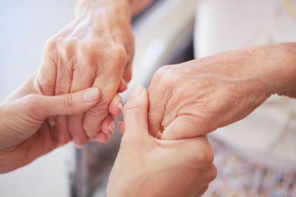 Nhìn tay đoán bệnh bằng 6 dấu hiệu khoa học: Sức nắm tay báo hiệu bệnh tim, vân tay tiết lộ bệnh huyết áp...