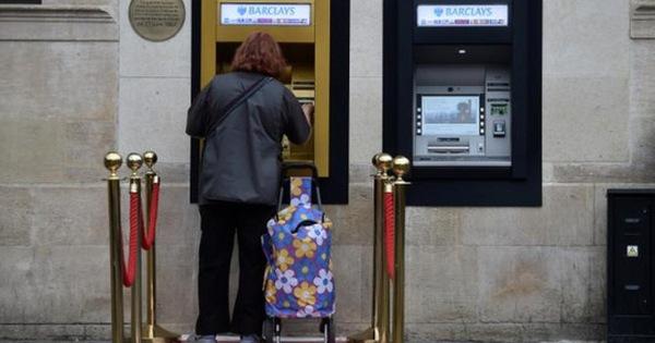 Máy ATM đầu tiên được phủ vàng