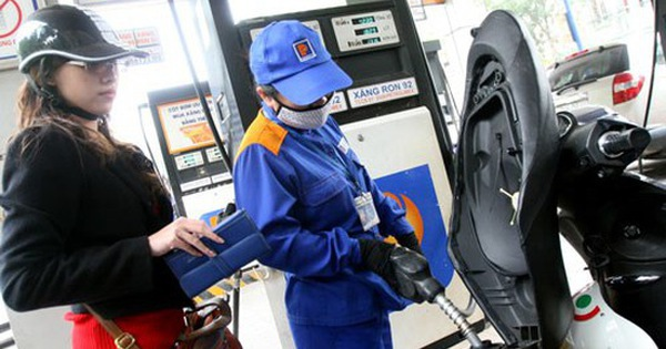 Giá xăng tăng mạnh 599 đồng/lít từ 15h hôm nay
