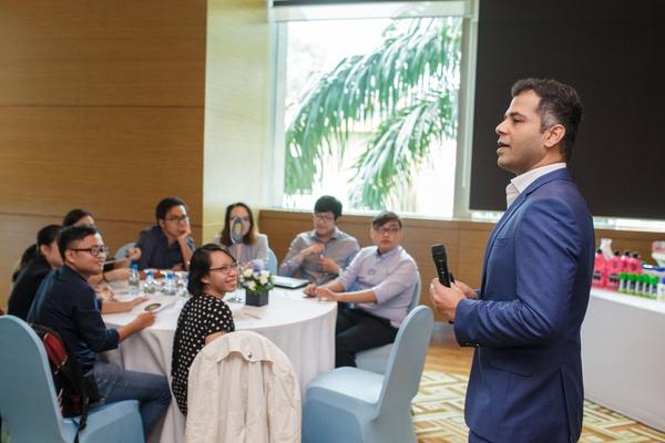Người trẻ học cách bước qua thử thách như một CEO