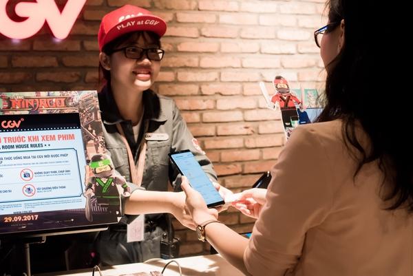 Rạp chiếu phim, quán cafe... phản ứng rất tích cực với Samsung Pay