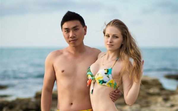 Lấy được vợ xinh người Ukraine, người đàn ông này làm luôn mô hình kinh doanh giúp trai Trung Quốc lấy vợ Tây