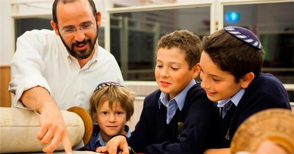 Trừng phạt có lý do và nguyên tắc 3 'Không' để dạy con thành tài của người Do Thái