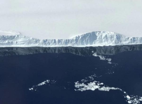 NASA đã chụp được núi băng trôi khổng lồ bị tách khỏi Nam Cực, đây là hình ảnh rõ nét về nó