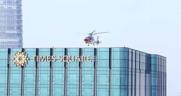 Tân Sơn Nhất kẹt xe nặng nề, Times Square thuê trực thăng chở khách VIP từ nóc tòa nhà ra thẳng sân bay