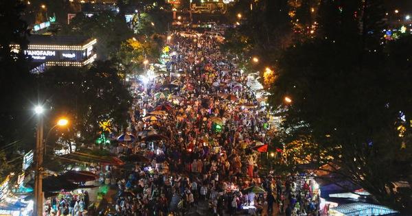 Đêm Đà Lạt chẳng còn thơ mộng vì cảnh quá tải, ùn ứ khách du lịch trong trung tâm thành phố!