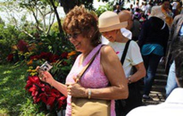 Người nước ngoài háo hức đón Tết Nguyên đán ở Việt Nam