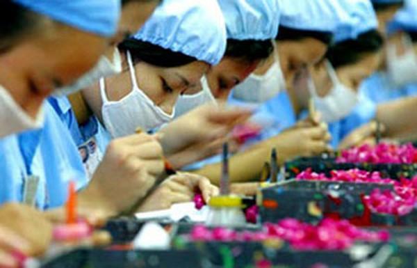 Bị chê trình độ và ý thức kém hơn nước khác, người Việt phải trả phí xuất khẩu lao động sang Đài Loan cao hơn 2.000 USD/người