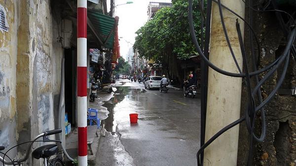 Cận cảnh đường Nguyễn Tuân 'bé tin hin' trước tin dừng mở rộng  Địa ốc