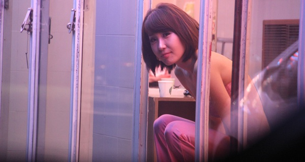 Sự thật về mại dâm Hàn Quốc: 'Chịu chơi' nhất châu Á, thu nhập tối thiểu 200.000 USD/năm, đi làm bằng BMW, Mercedes