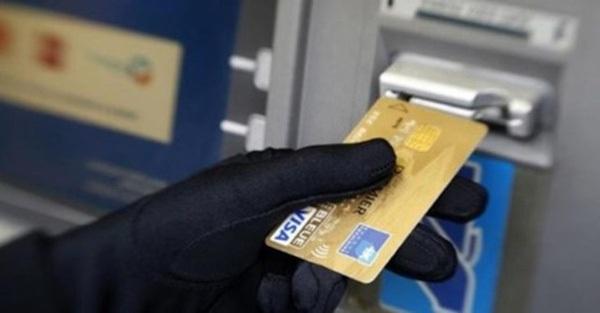 Tội phạm mạng chỉ mất vài giây để lấy sạch tiền trong cột ATM