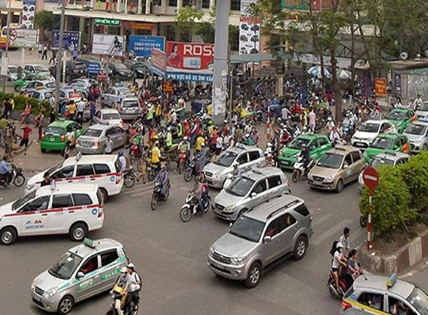 Hà Nội đề xuất các hãng taxi phải cài phần mềm gọi xe tương tự như Uber, Grab
