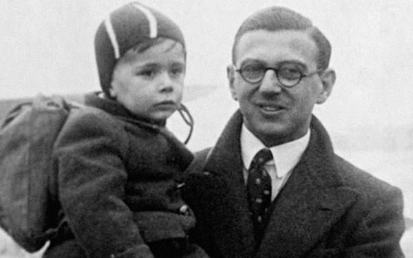 Giữa trường quay, người anh hùng của thế kỷ 20 nín lặng khi biết khán giả là 669 đứa trẻ ông từng cứu sống