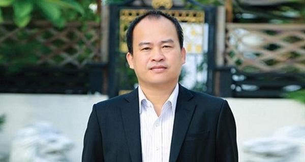 Doanh nhân Lâm Minh Chánh tặng đồng hồ cho nhân viên ưu tú