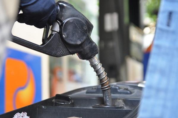 Tăng kịch khung thuế bảo vệ môi trường: Giá xăng tăng vọt, dân gánh thêm 3,4 lần
