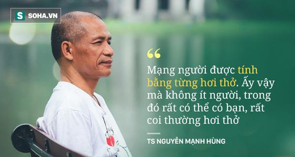 """TS Nguyễn Mạnh Hùng: """"Rất nhiều người đang ngủ sai giờ. Họ không biết đường tới nghĩa địa dần ngắn lại"""""""