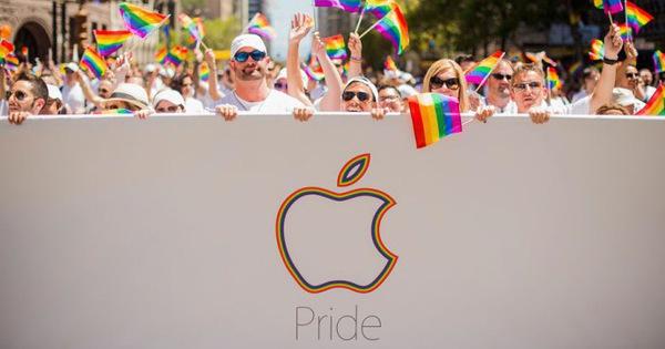 """Tim Cook: """"Tôi tự hào là một người đồng tính"""""""