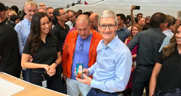 Tôi đã được dùng iPhone X, và tôi chắc chắn nó xứng đáng với giá 30 triệu đồng