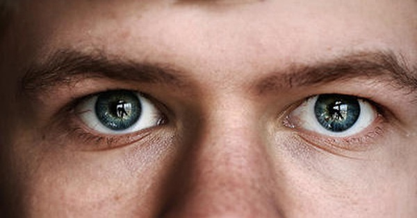 """7 điều không nên làm với mắt: Hãy biết sớm để bảo vệ """"cửa sổ tâm hồn"""" của mình"""