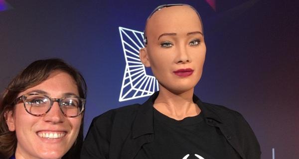 Tôi đã gặp Sophia - công dân robot đầu tiên của thế giới và cách cô ấy nói lời tạm biệt đã khiến trái tim mọi người tan chảy
