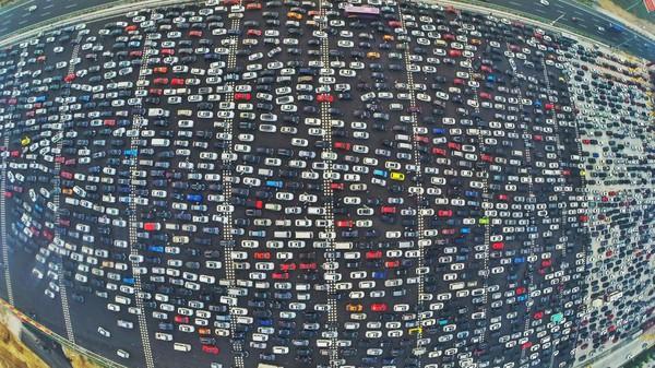 Nghịch lý vận tải: Đường càng rộng thì càng kẹt xe. Muốn hết kẹt? Phải thu phí!