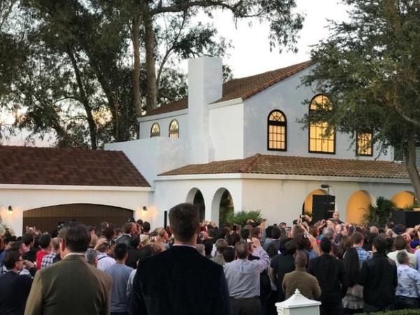 Trời nắng 41 độ C, đang ngồi điều hòa thì vợ hỏi khó: Nếu nhà mình dùng tấm lợp năng lượng Tesla thì tiết kiệm bao nhiêu tiền nhỉ?