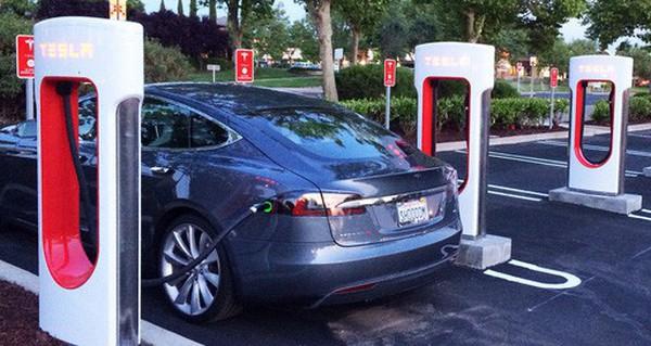 Quy luật tính toán của vật lý và kinh tế đều bị phá vỡ bởi 2 siêu phẩm của Tesla
