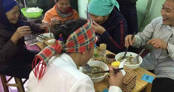 Cô chủ bán hàng nghìn tô bún bò Huế giá 1.000 đồng cho người lao động nghèo ở Hà Nội