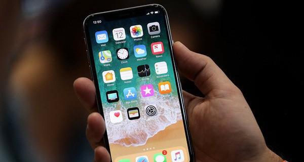 iPhone X chính hãng tại Việt Nam có giá ngang một chiếc xe tay ga, cho đặt trước từ hôm nay, 2 tháng nữa có hàng