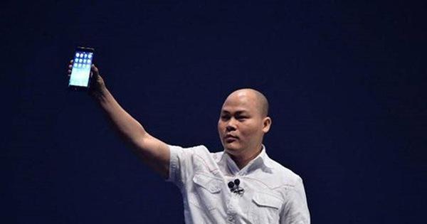 """Vì sao """"vùi dập"""" Bphone của Nguyễn Tử Quảng?"""