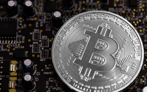 Nhà đầu tư vui mừng vỡ òa vì bitcoin liên tục chạm đỉnh 6.000 USD