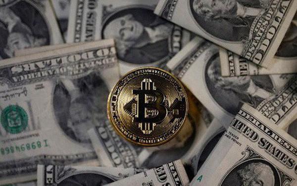 """Giá Bitcoin """"bốc hơi"""" hơn 1.000 USD trong vòng 2 ngày"""